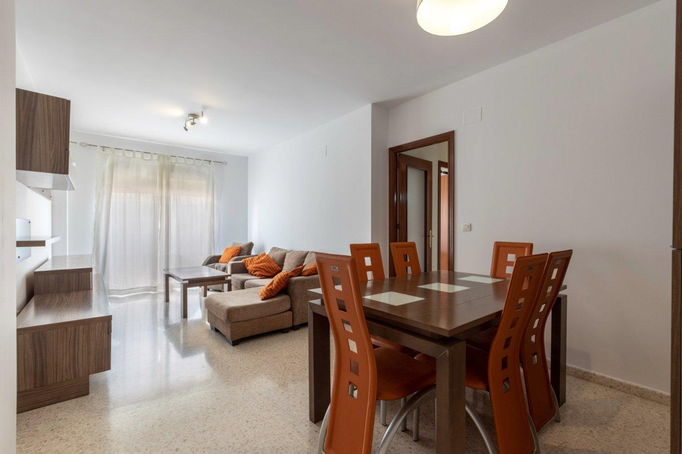 Coqueto piso en residencial con 3 dormitorios  y plaza garaje