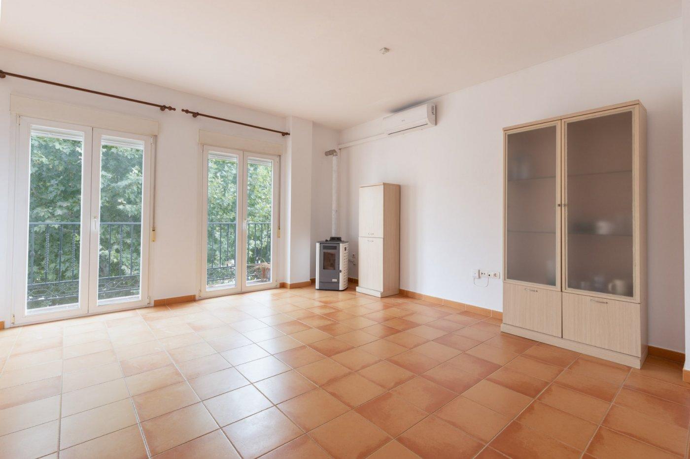 Espectacular piso de tres dormitorios en el centro de cúllar vega
