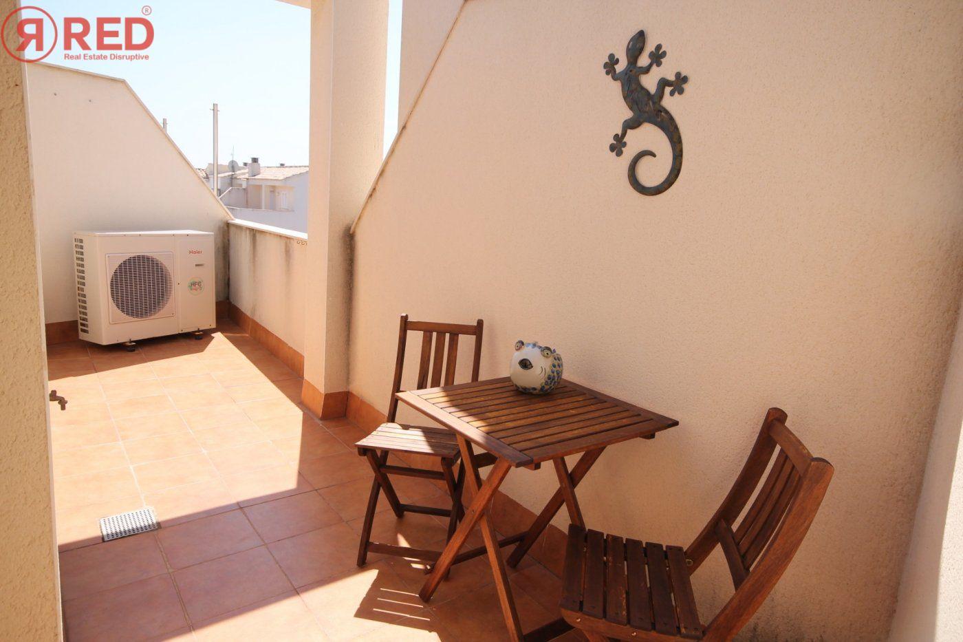 Dúplex con terraza y piscina comunitaria, equipamiento y mobiliario excepcional - imagenInmueble6
