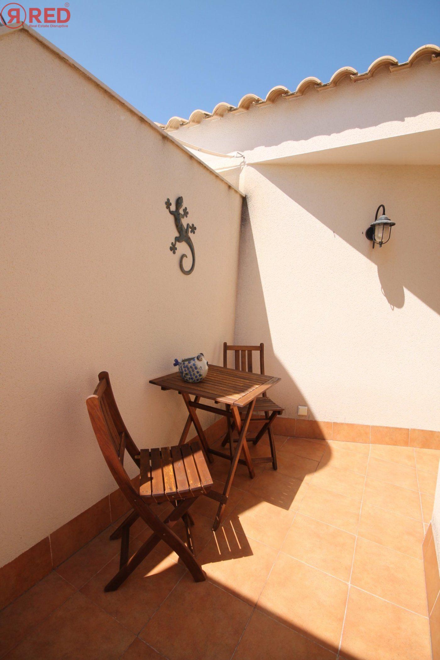 Dúplex con terraza y piscina comunitaria, equipamiento y mobiliario excepcional - imagenInmueble7