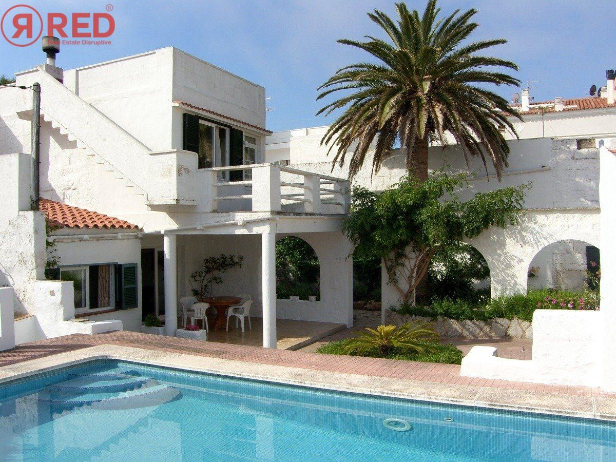 Magnifica casa con jardín y piscina en el centro de la ciudad - imagenInmueble0