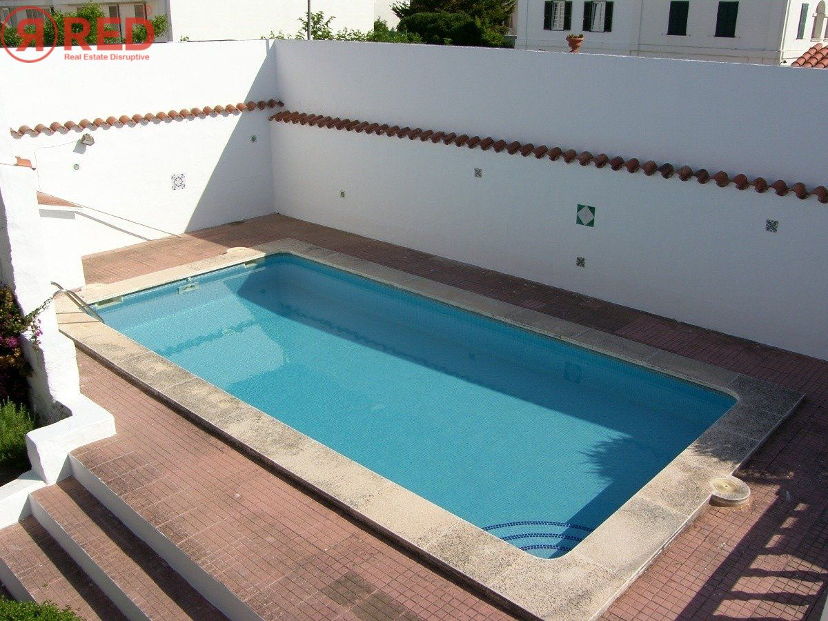 Magnifica casa con jardín y piscina en el centro de la ciudad - imagenInmueble24