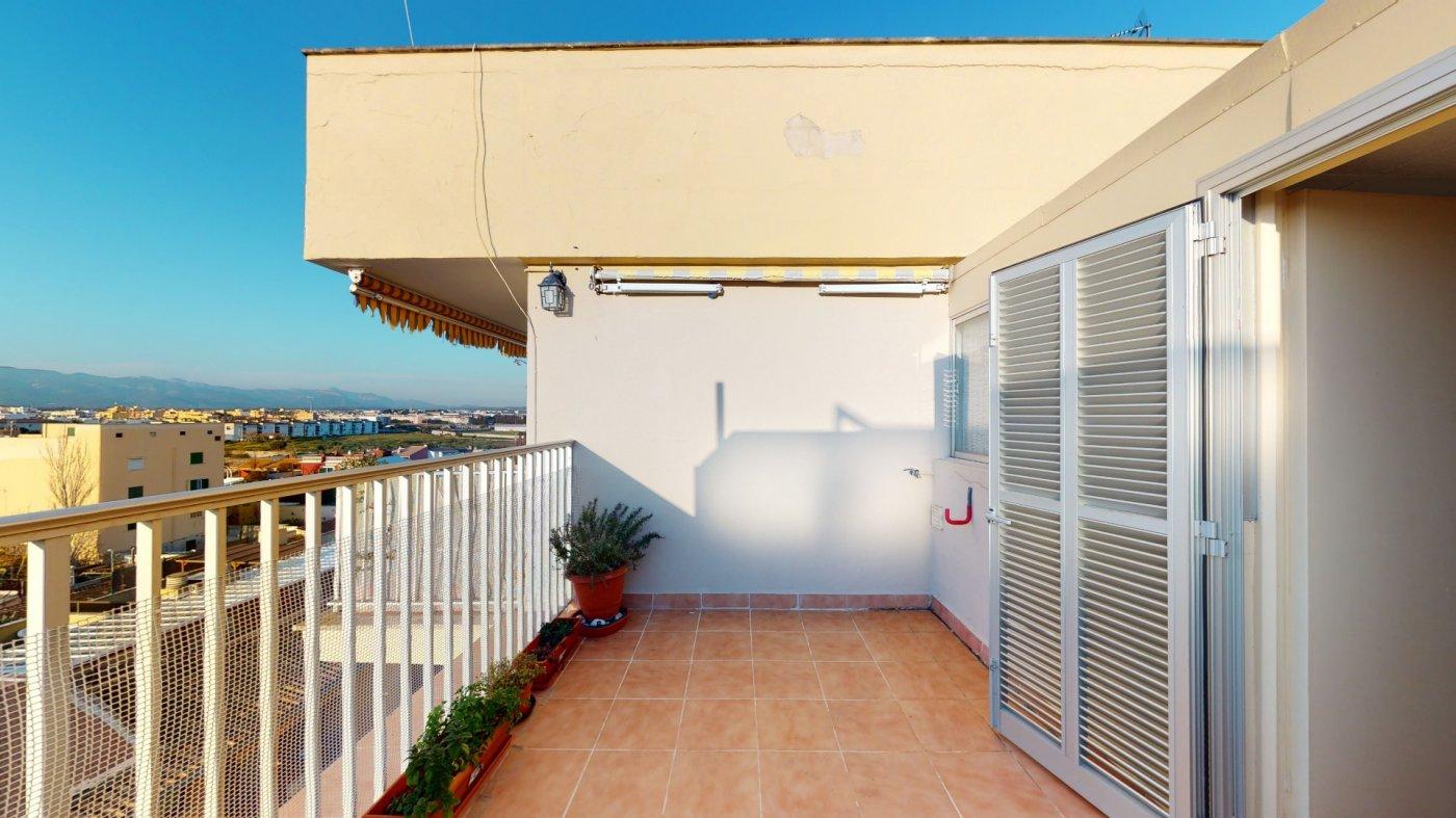 Luminoso Ático con vistas despejadas y terraza - imagenInmueble0
