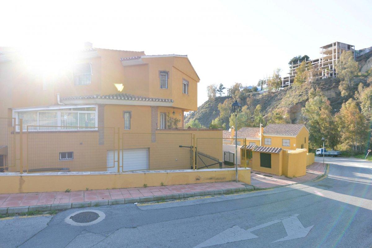 Magnífica casa en Cenes.Urbanización con zonas verdes, piscina y pista de padel., Granada