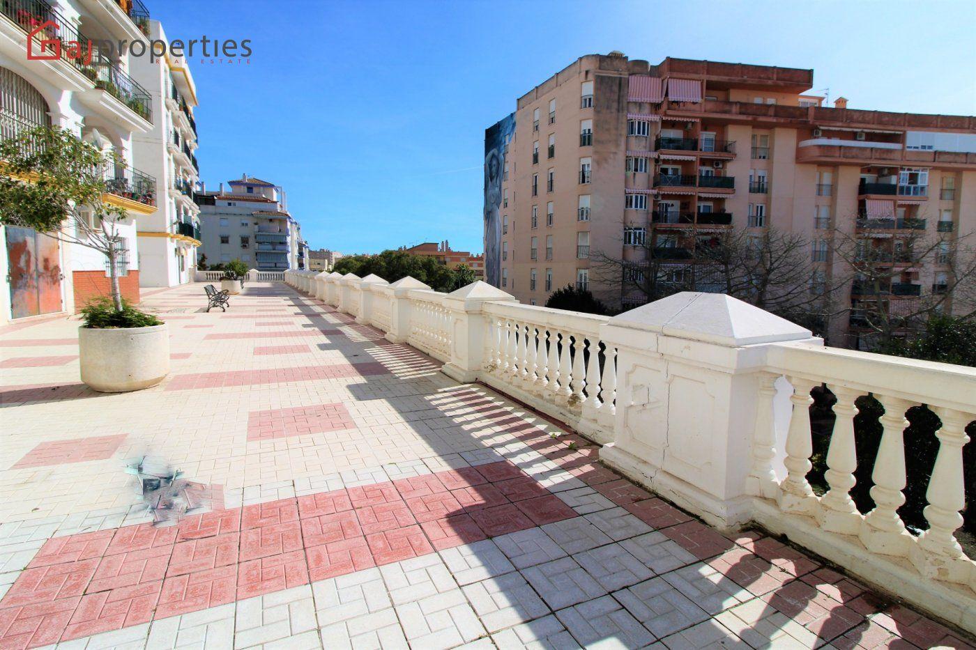 Apartamento en venta en AV LOS REALES, Estepona
