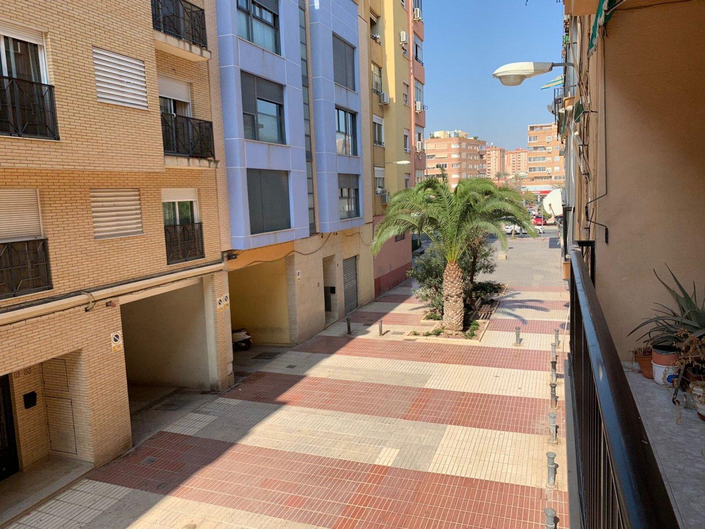 Vivienda muy bien situada 1º sin ascensor de 3 dormitorios en los Ángeles - imagenInmueble0