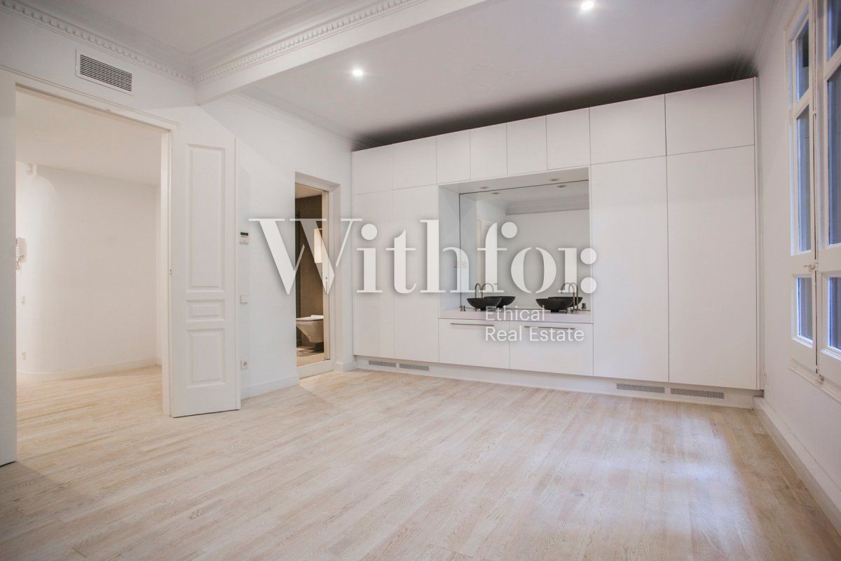 Bright apartment with terrace on Passeig Sant Joan - 27