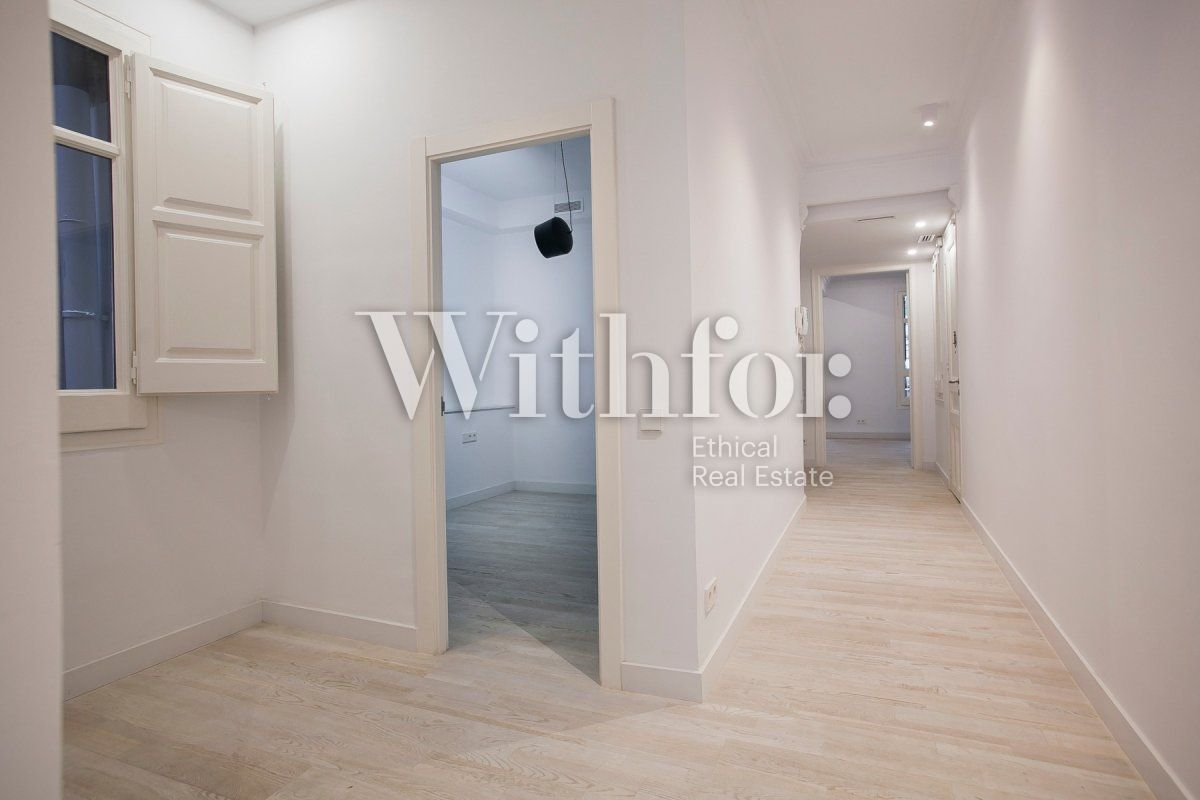 Bright apartment with terrace on Passeig Sant Joan - 28
