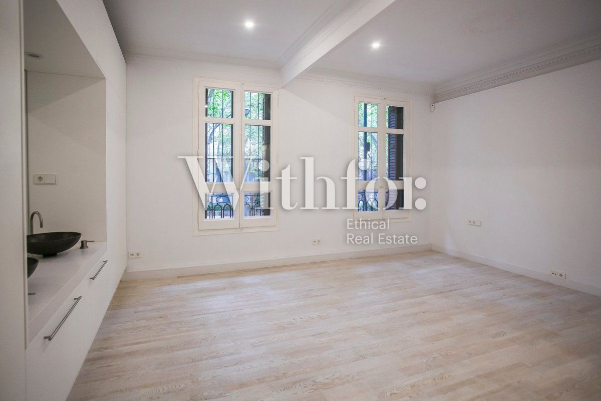 Bright apartment with terrace on Passeig Sant Joan - 29