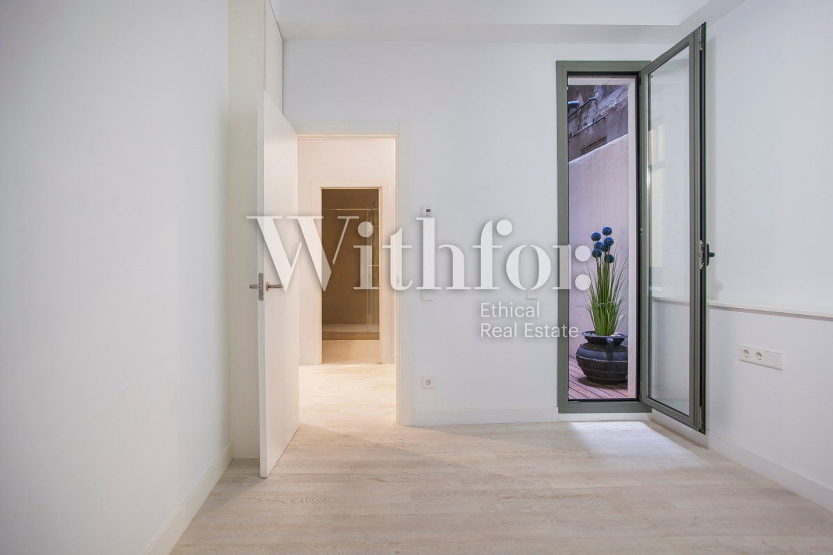 Bright apartment with terrace on Passeig Sant Joan - 30