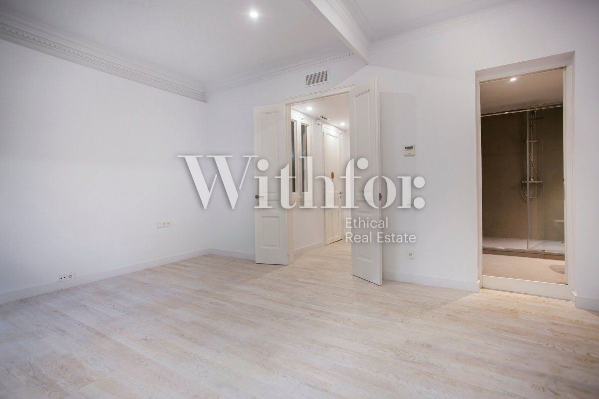 Bright apartment with terrace on Passeig Sant Joan - 34