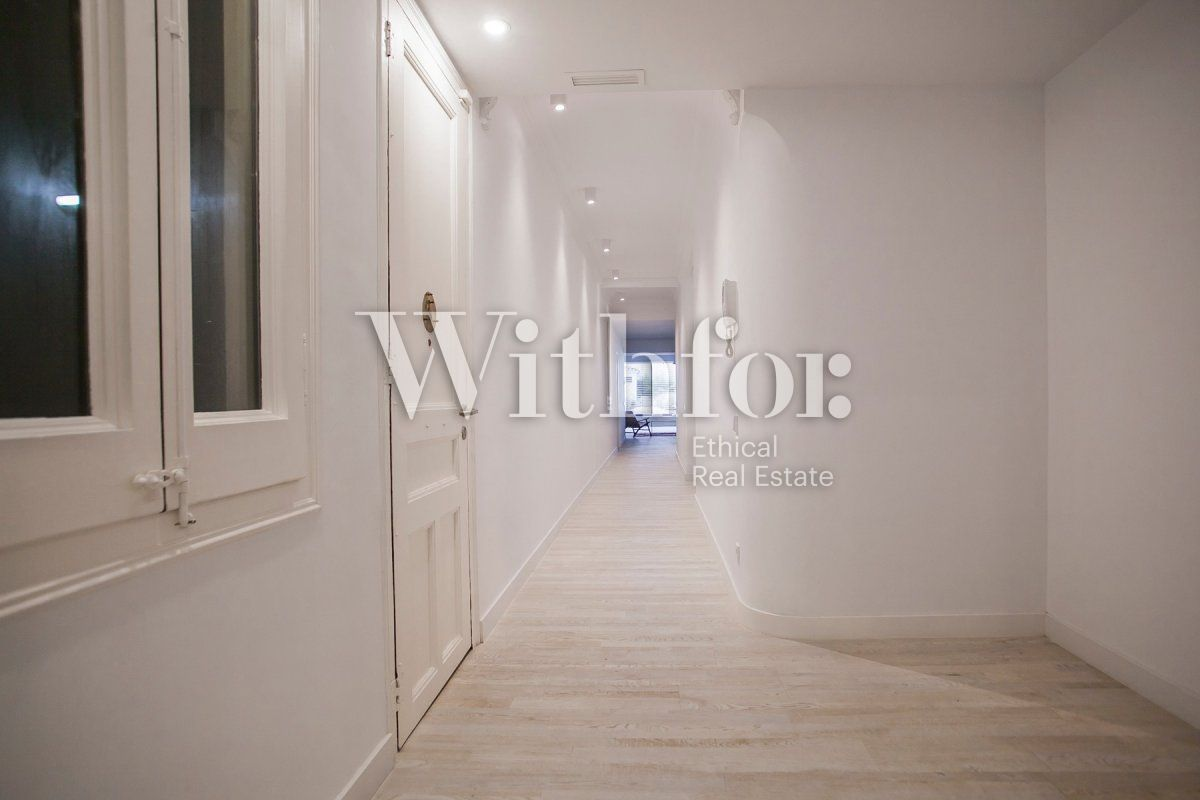 Bright apartment with terrace on Passeig Sant Joan - 35