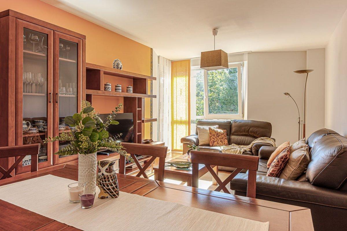 Amplia vivienda de 3 dormitorios con vistas al pazo de santa maría y a un paso del centro  - imagenInmueble0