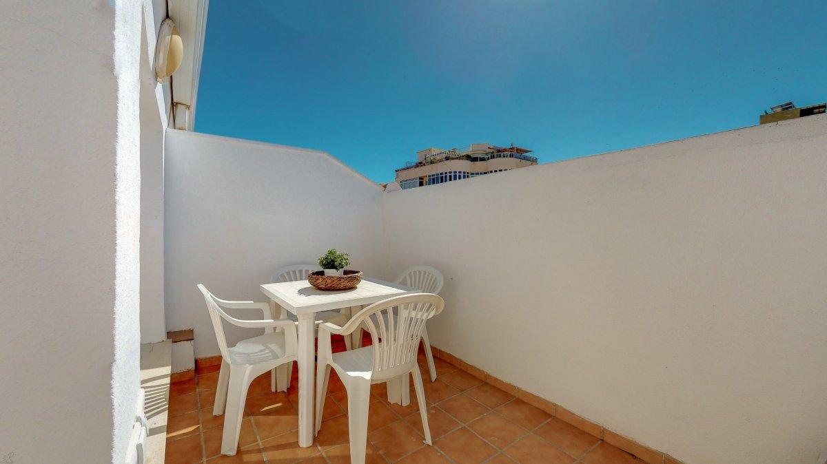 Atico en el centro a 200m. de la playa, con dos dormitorios, garaje doble, trastero y pisc - imagenInmueble2