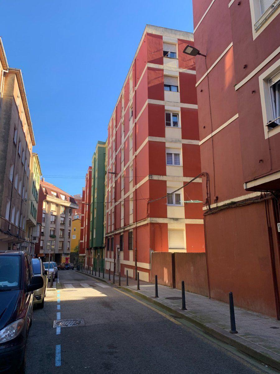 Piso en venta en Santander  de 3 Habitaciones, 1 Baño y 93 m2 por 98.000 €.