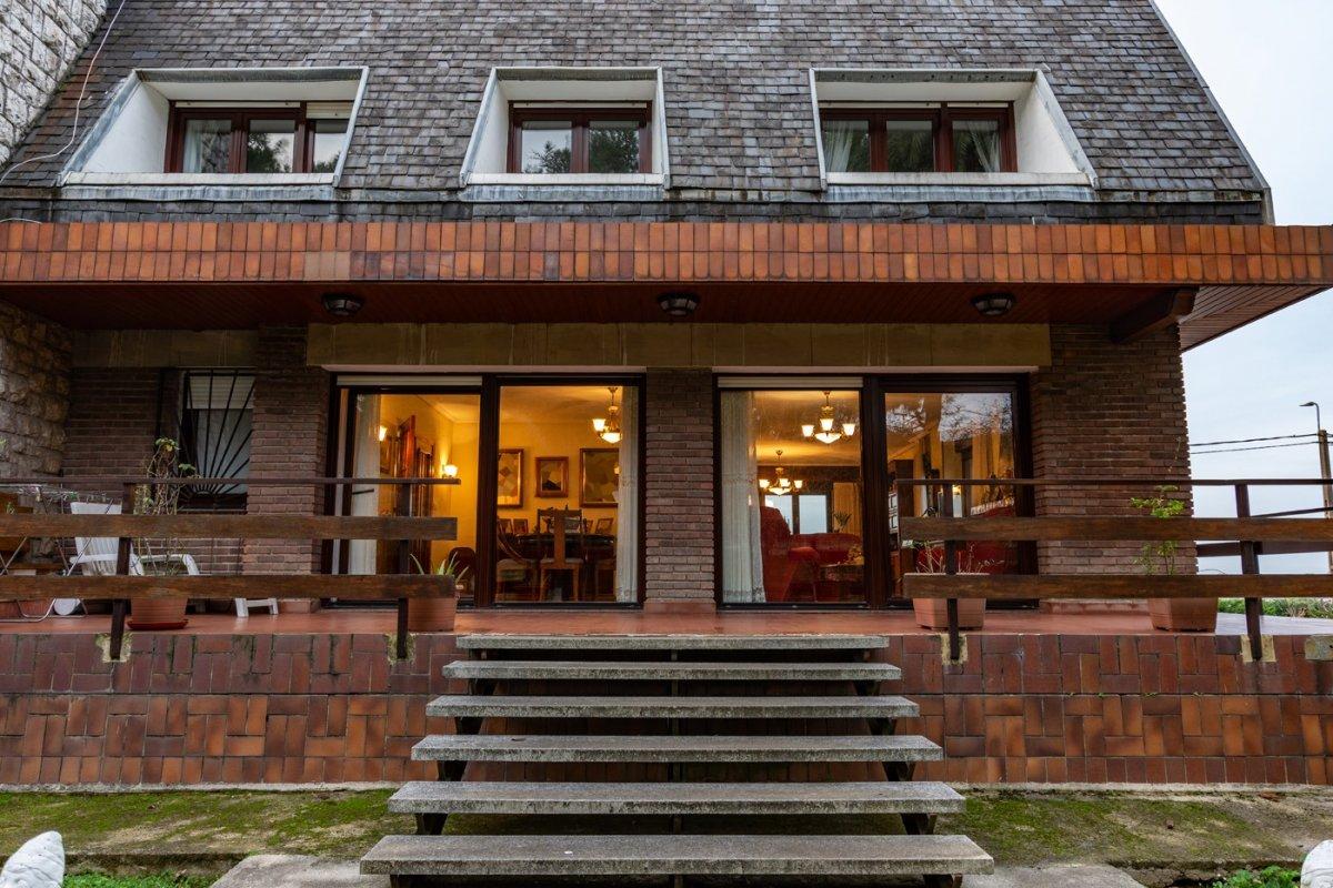 Chalet en venta en Maliaño  de 7 Habitaciones, 5 Baños y 774 m2 por 690.000 €.