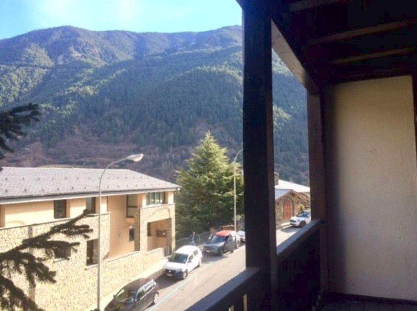 Pis en preciosa zona residencial de muntanya