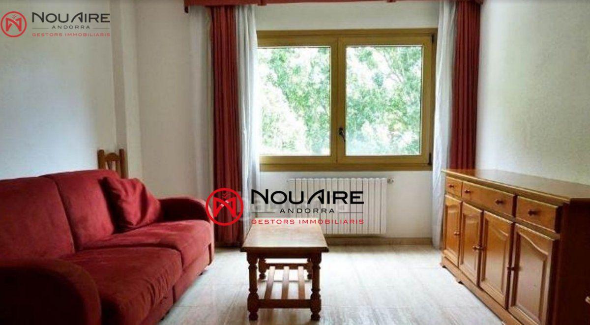 Pis moblat de 45m2, 1 habitació doble, 1 bany complet, saló menjador, cuina moblada i equipada.A prop dels serveis.zona tranquil·la
