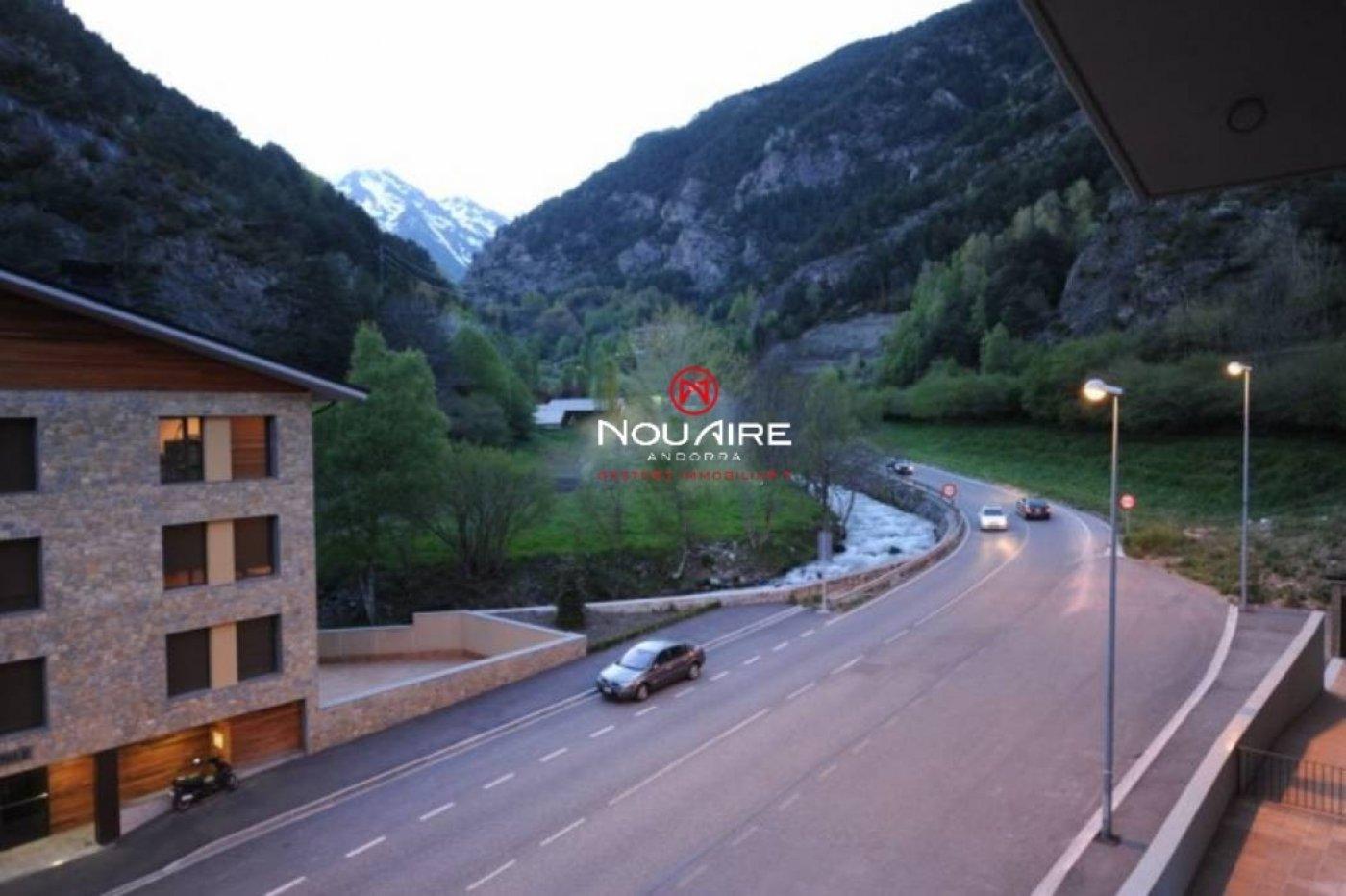 Pis prop de el poble i fàcil accés a la zona d'esquí