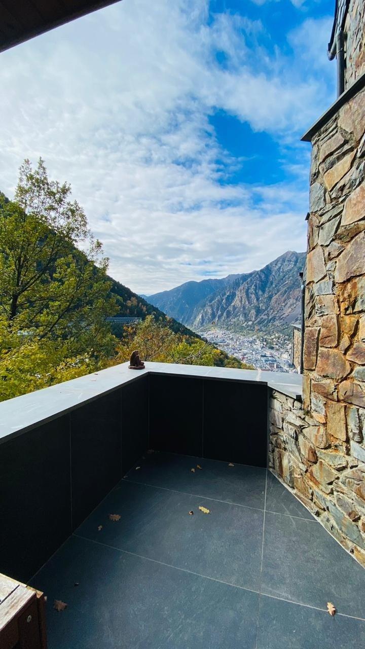 Espectacular dúplex amb terrassa i vistes.