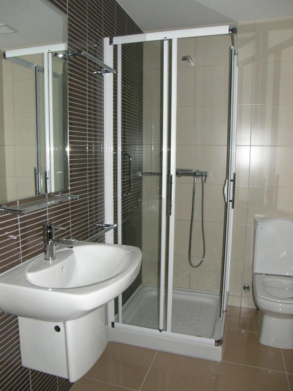 Pis moblat i equipat. Disposa de 1 habitació, 1 bany complet, saló menjador. Gaudeix de sol i vistes.