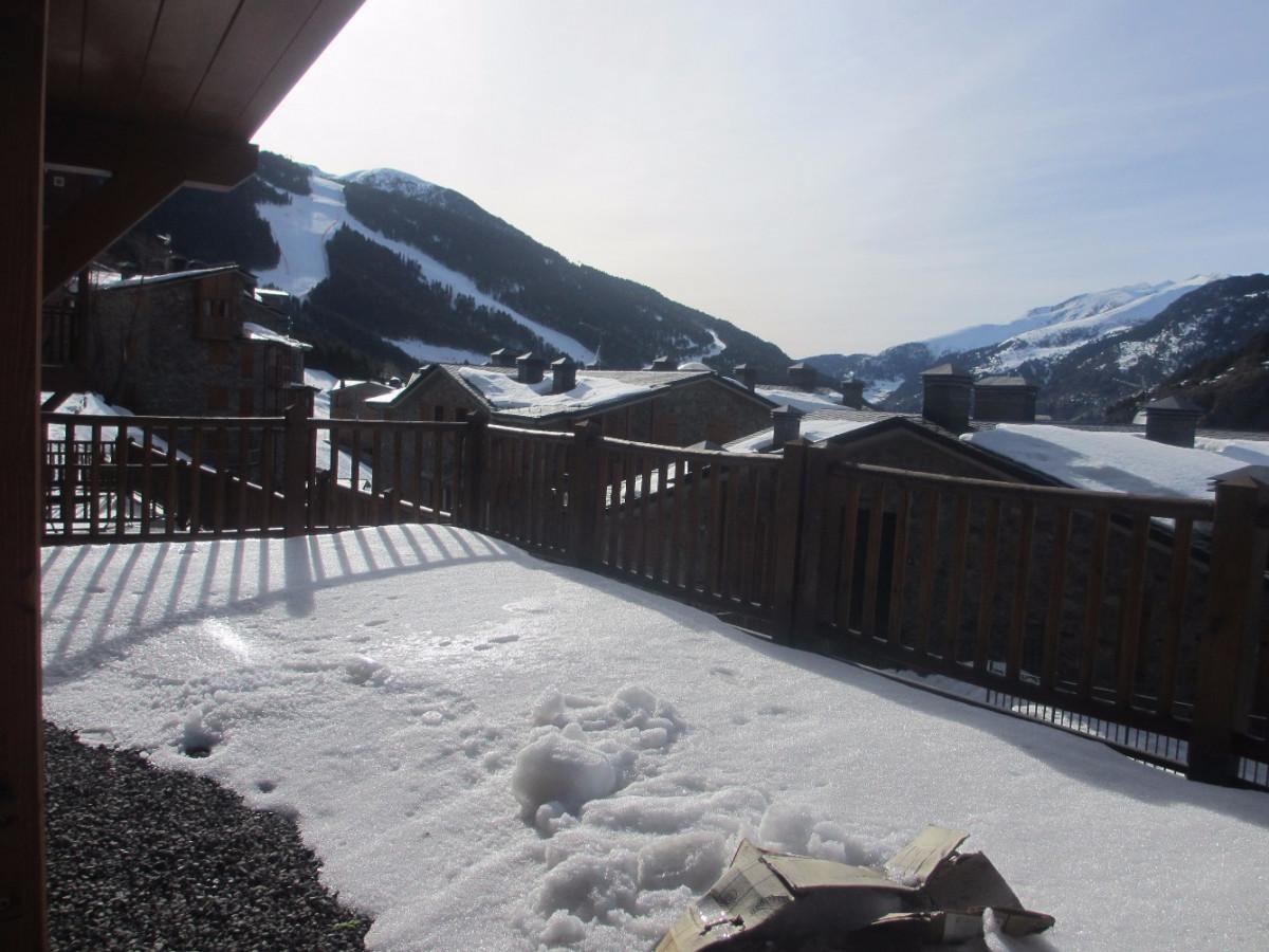 Pis Moblat amb gran terrassa i bones vistes a peu de pistes de Soldeu