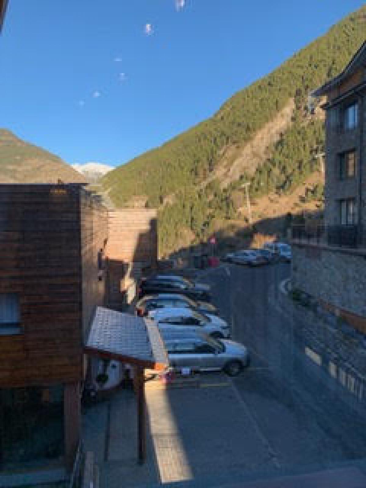 Pis amb vistes a la montanya.