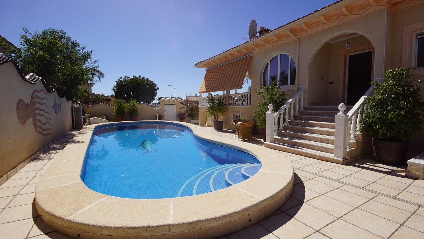 Preciosa Villa en Ciudad Quesada!!