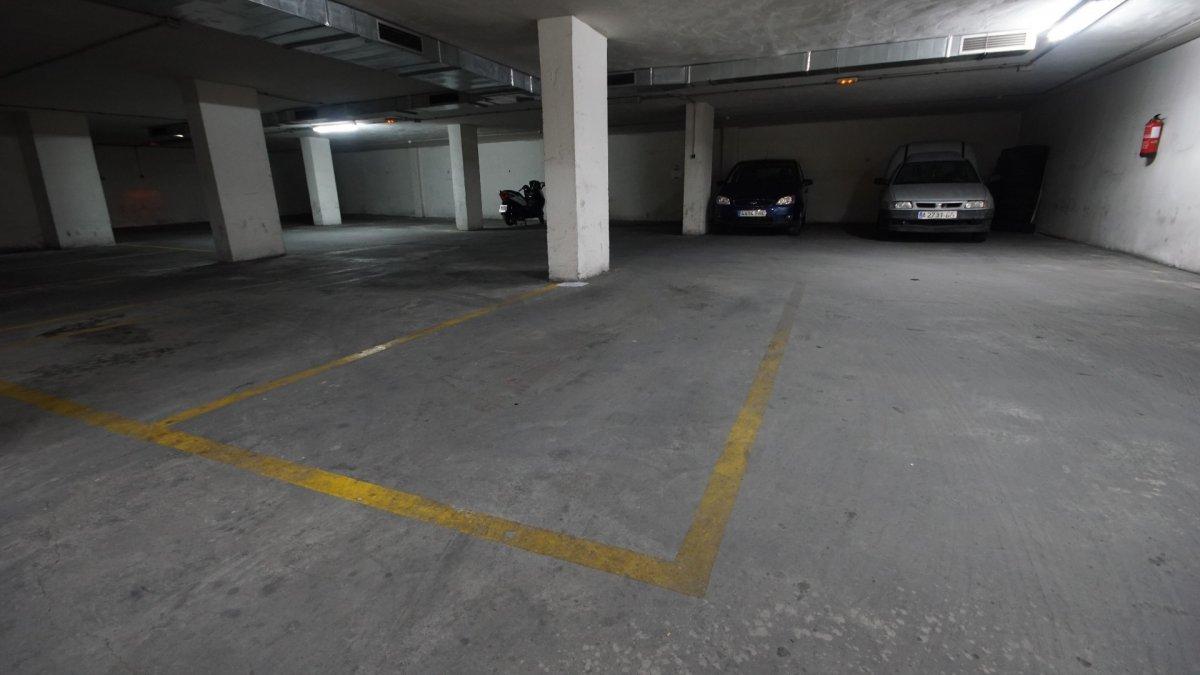 Parking spot near all services!! (Playa del cura)