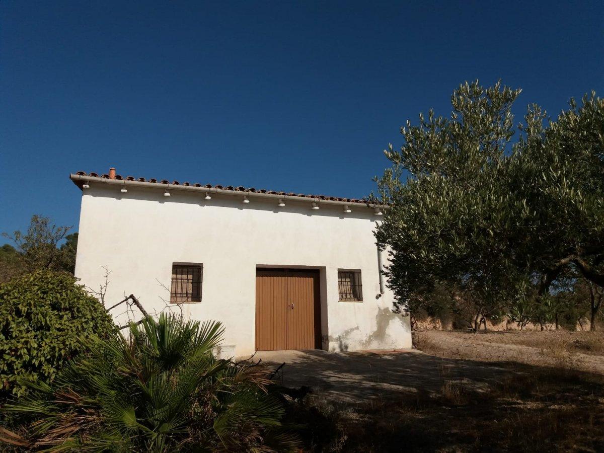 Casa rústica en venta en Benissanet