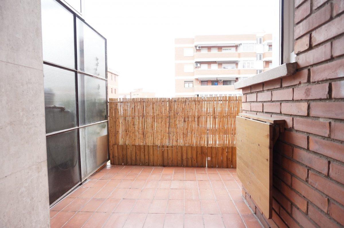 Piso de 71m2 con terraza - imagenInmueble0