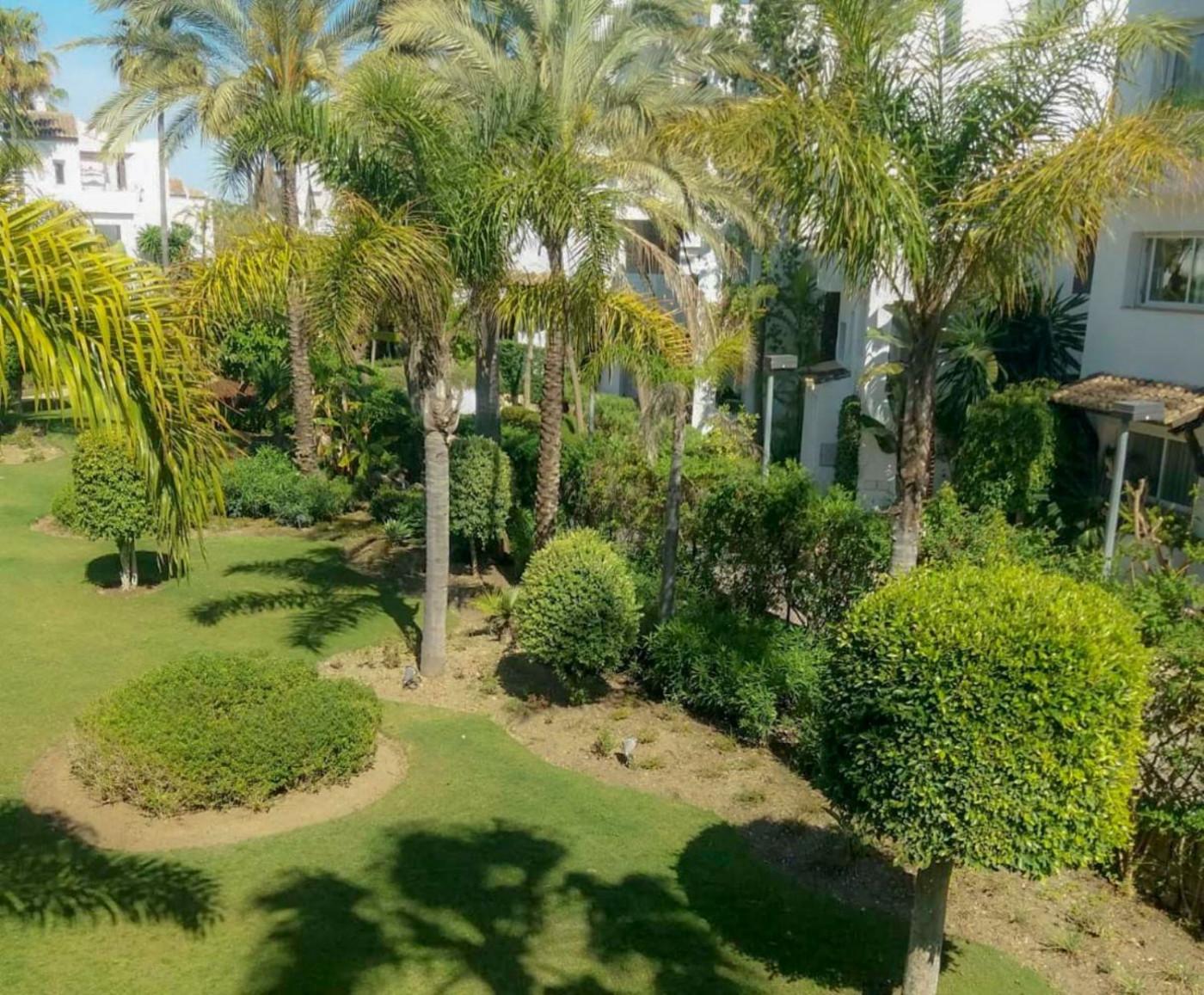 Piso en venta en Benamara - Atalaya, Estepona