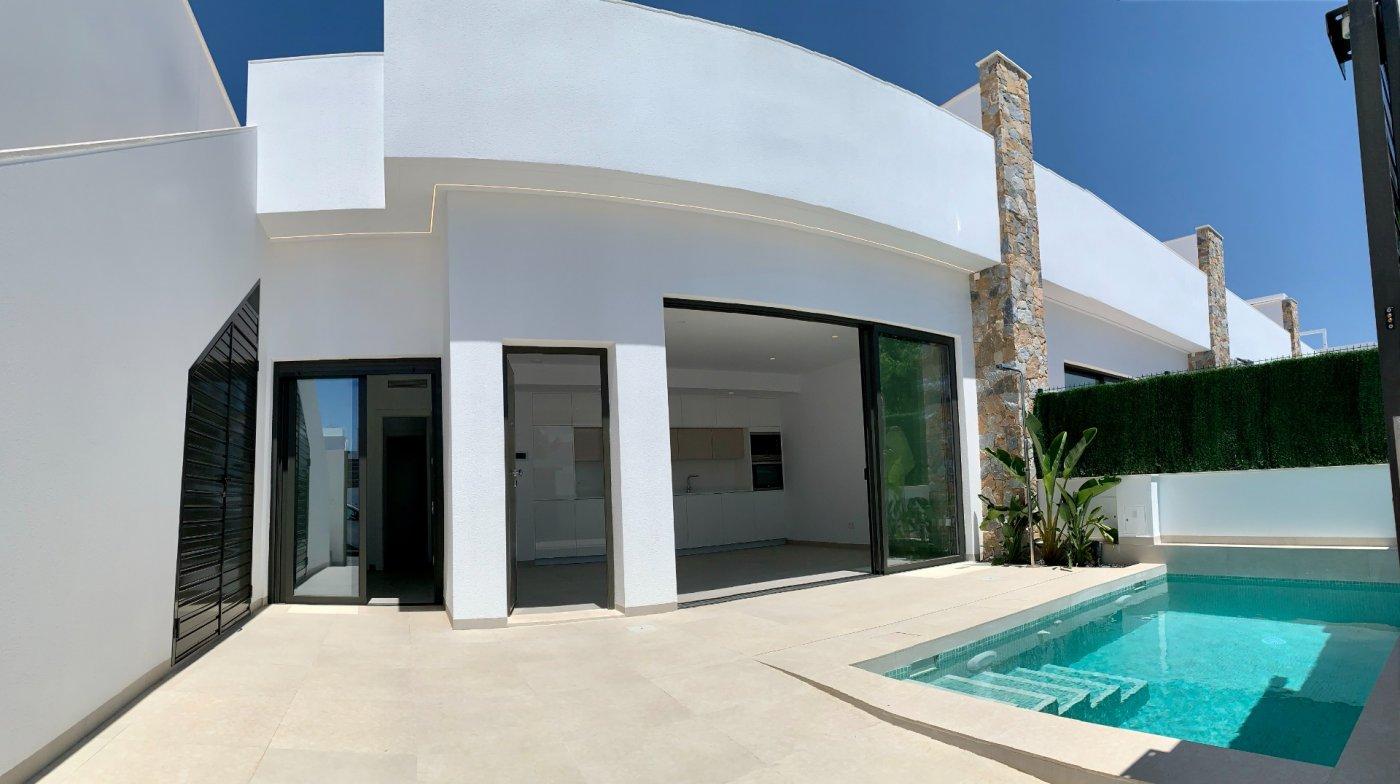 Casa adosada moderna en esquina en pilar de la horadada - imagenInmueble0