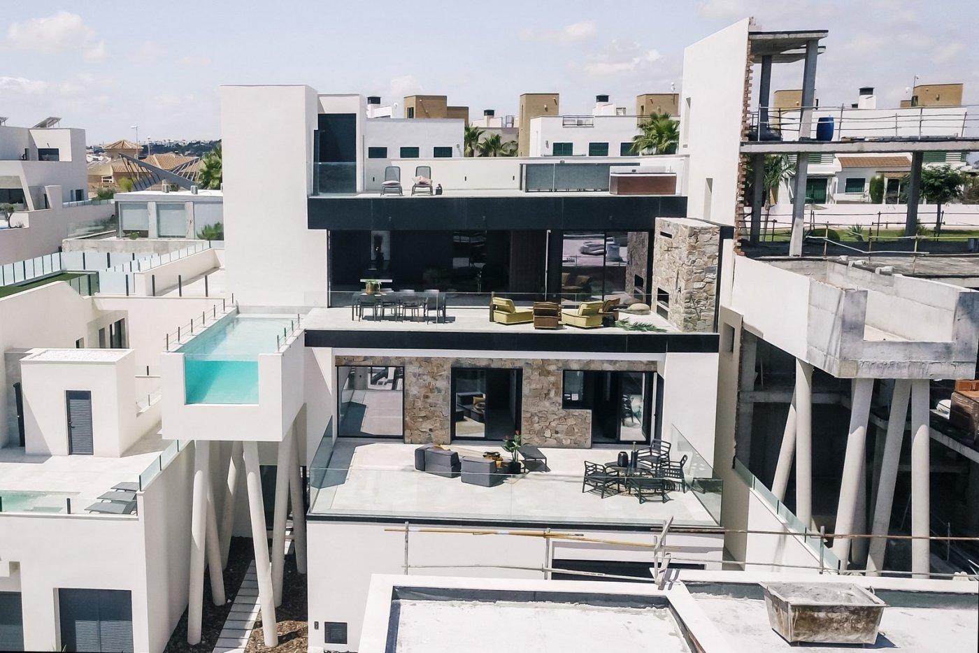 Villa de diseño con una superficie total de 250 metros cuadrados con vistas a guardamar y  - imagenInmueble0