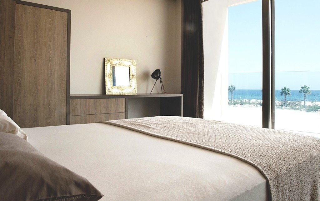 Villa moderna en primera lÍnea de playa (las higuericas) - imagenInmueble1