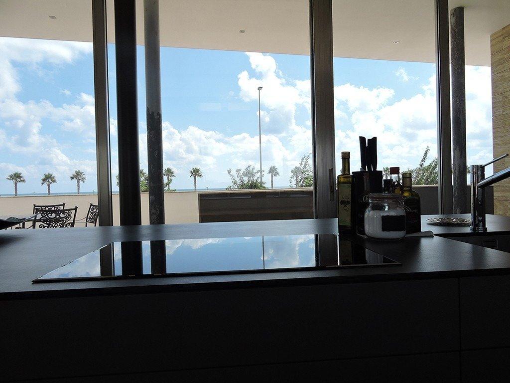 Villa moderna en primera lÍnea de playa (las higuericas) - imagenInmueble24