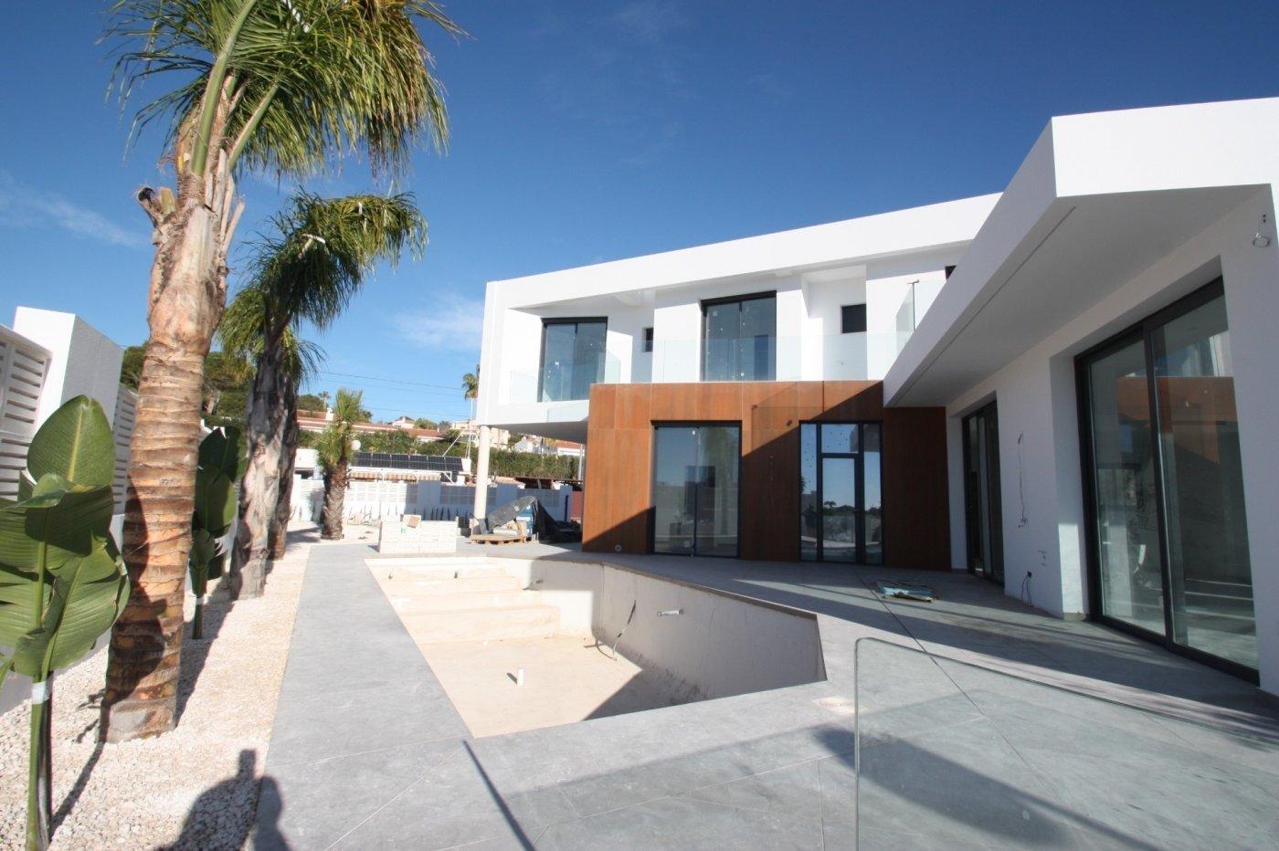 Villa de obra nueva de estilo moderno en venta en calpe a 600 m de la playa - imagenInmueble0
