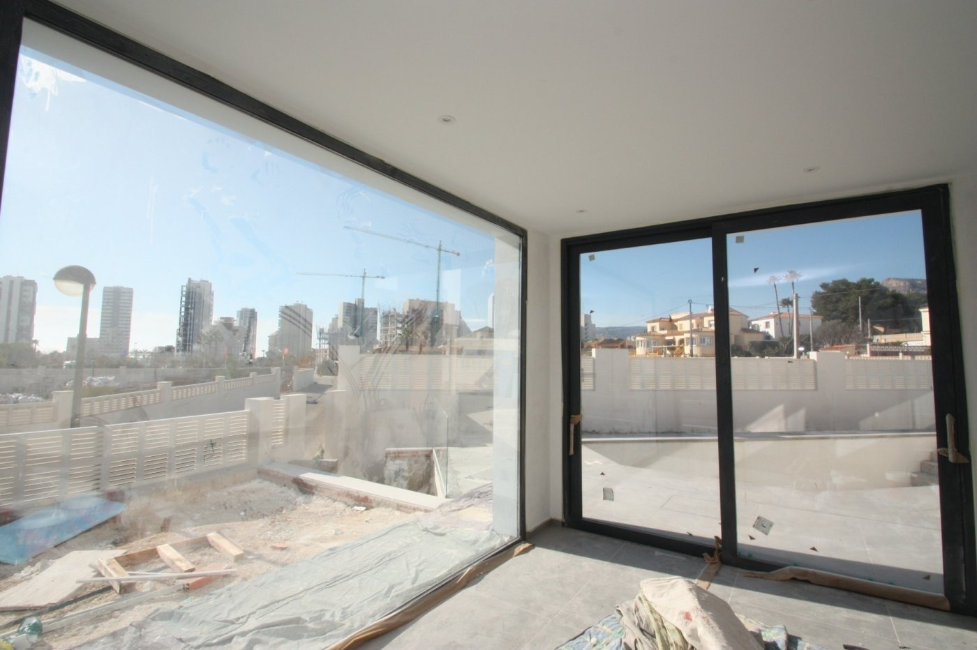 Villa de obra nueva de estilo moderno en venta en calpe a 600 m de la playa - imagenInmueble6