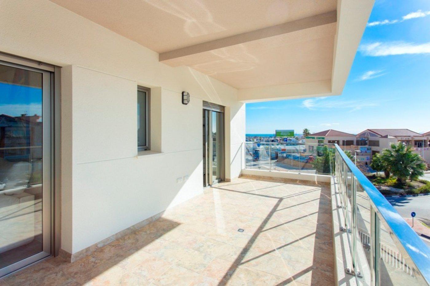 Complejo de estilo moderno con apartamentos de 2,3 dormitorios y 2 baños con amplias terra - imagenInmueble11