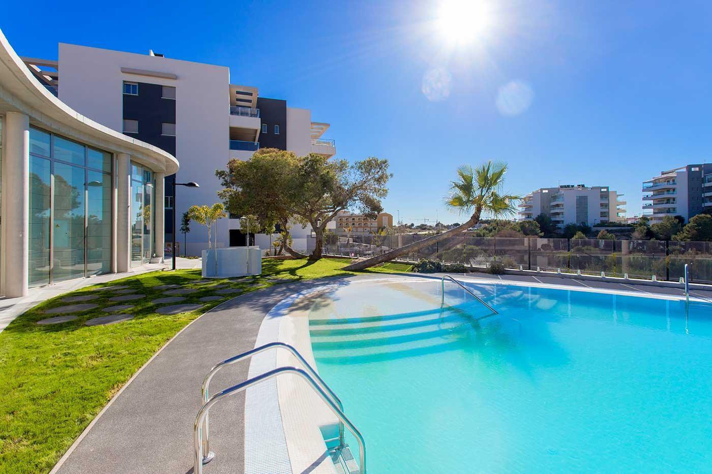 Complejo de estilo moderno con apartamentos de 2,3 dormitorios y 2 baños con amplias terra - imagenInmueble13