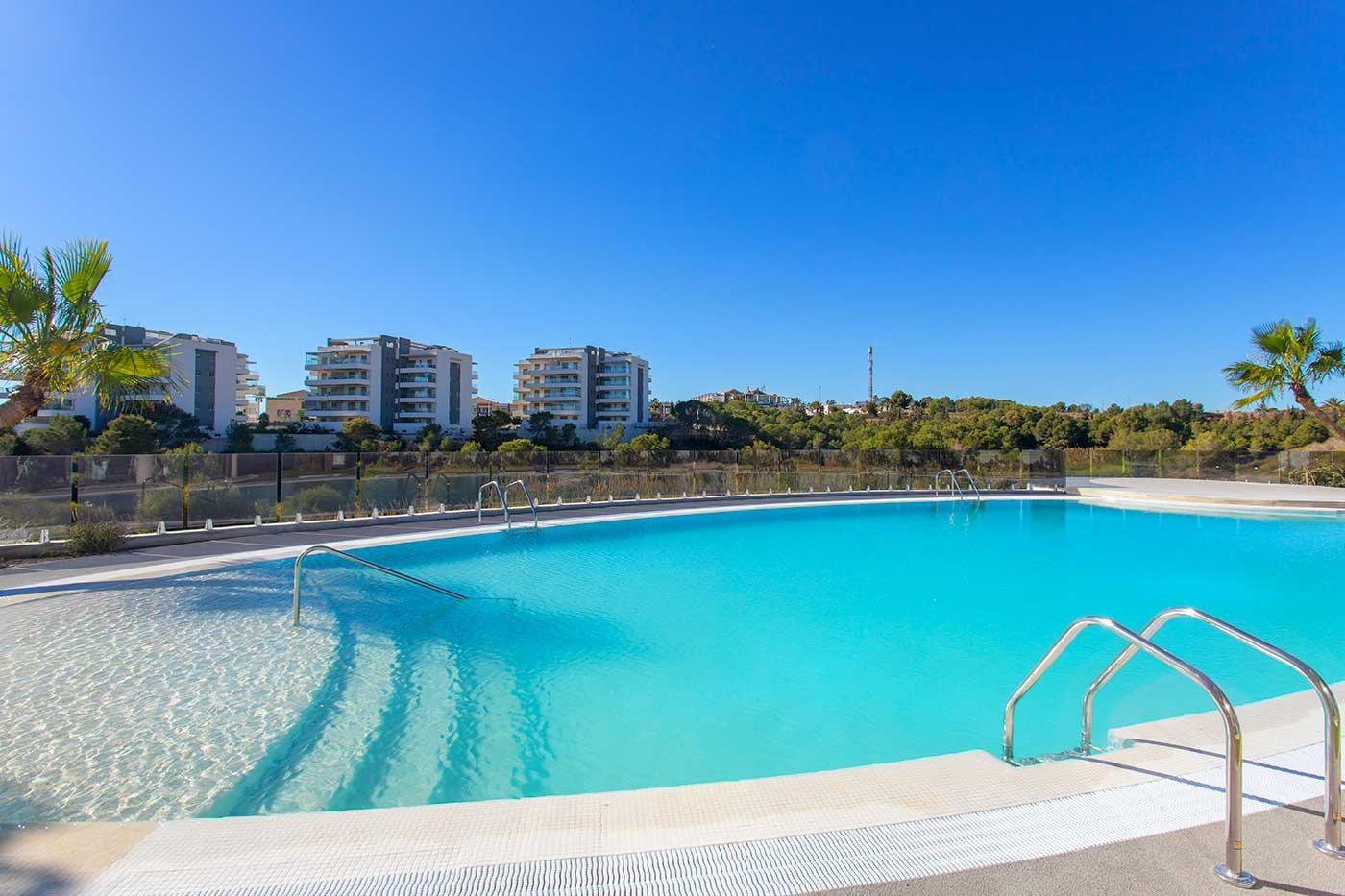 Complejo de estilo moderno con apartamentos de 2,3 dormitorios y 2 baños con amplias terra - imagenInmueble15