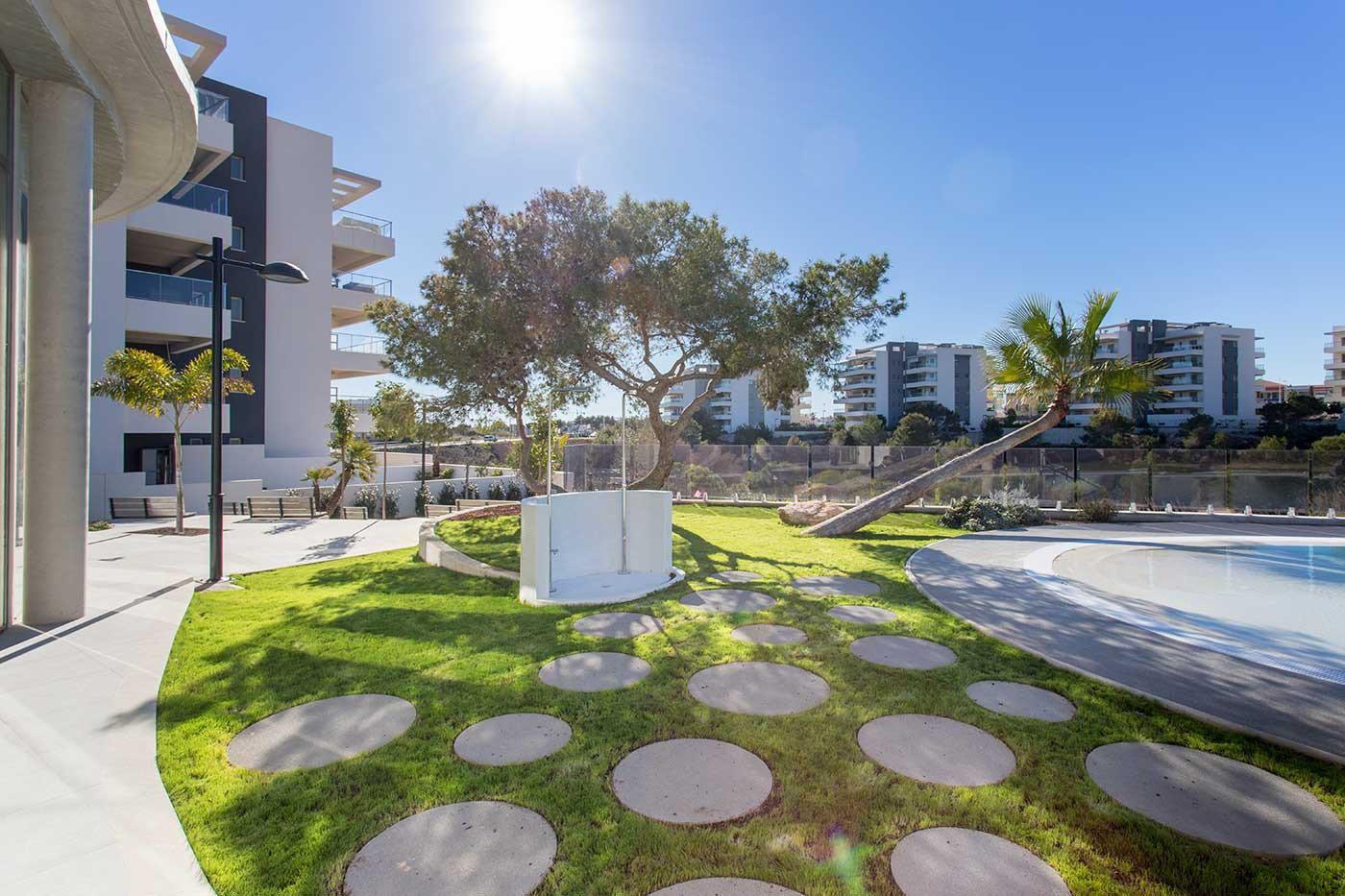Complejo de estilo moderno con apartamentos de 2,3 dormitorios y 2 baños con amplias terra - imagenInmueble20