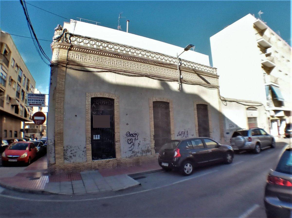 Solar en esquina en el centro de Santa Pola