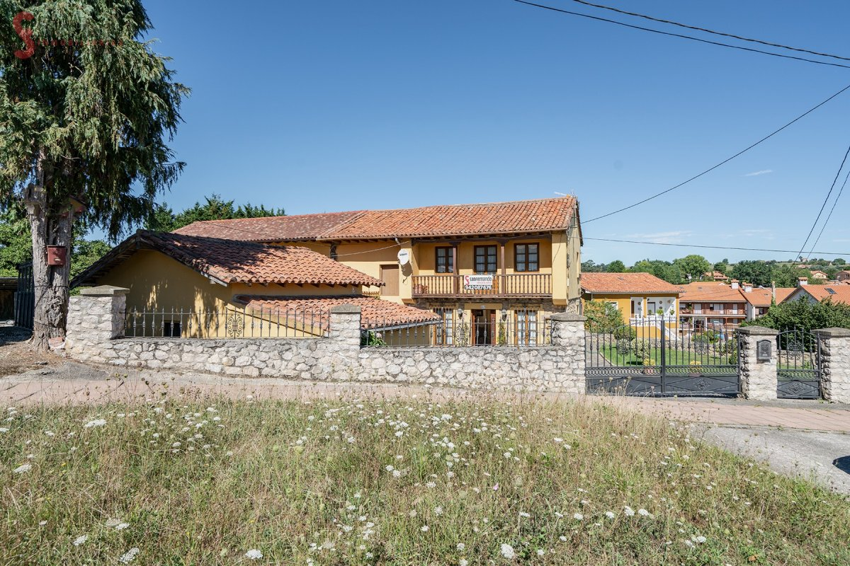 Casa de piedra en venta en Santillana del Mar  de 5 Habitaciones, 2 Baños y 258 m2 por 179.900 €.