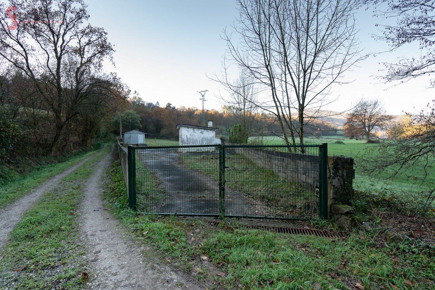 Terreno rural en venta en Los Corrales de Buelna  de 156 m2 por 55.000 €.