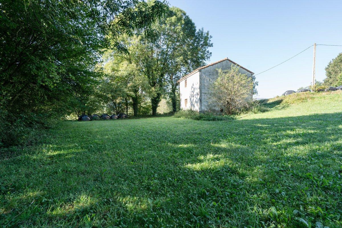 Terreno rural en venta en Saro  de 4.335 m2 por 68.000 €.
