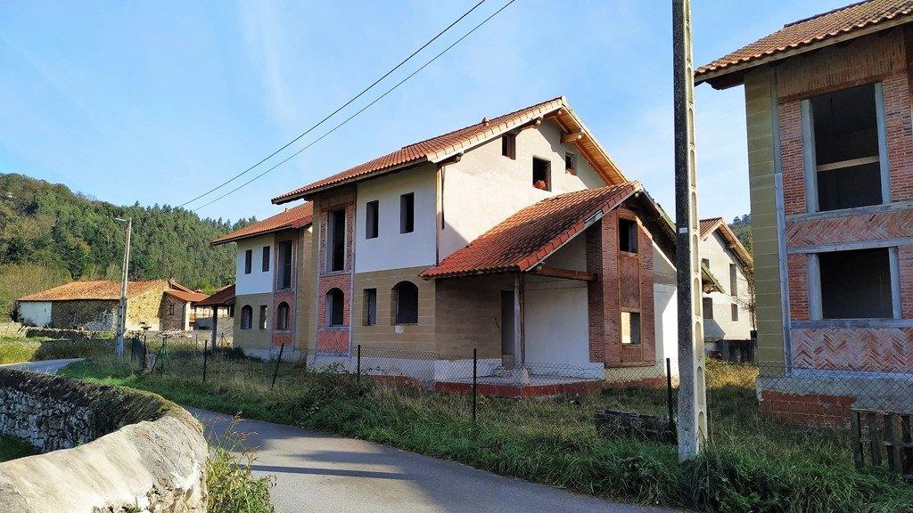 Terreno urbano en venta en Molledo  de 2.178 m2 por 490.000 €.