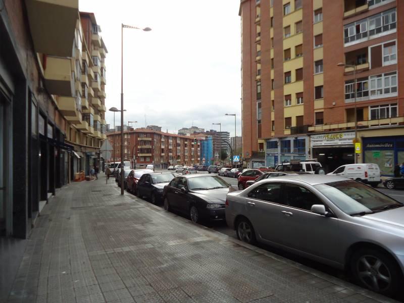 Local comercial en alquiler op. compra en Bilbao  de 76 m2 por 520€/mes.