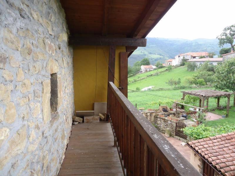 Casa en venta en Rasines  de 3 Habitaciones, 2 Baños y 183 m2 por 119.600 €.