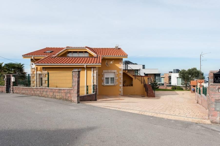 Piso en venta en Suances  de 2 Habitaciones, 1 Baño y 99 m2 por 139.000 €.